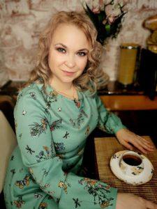 Наталья Ласкина практикующий психолог, а также я оказываю помощь зависимым и их близким.